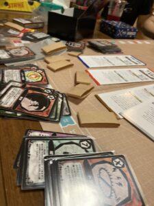ロストレガシー拡張版のセット。カードが100枚以上ありますが、全てをスリーブに入れます