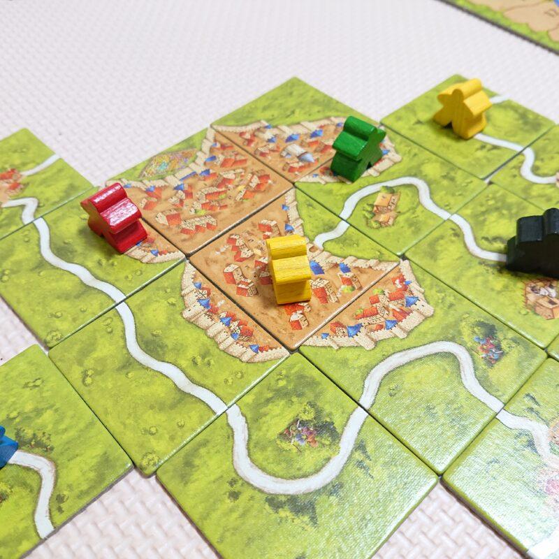 こうなると全員の共用城壁になり、赤、黃、緑プレイヤーに同じ得点が加算されます。