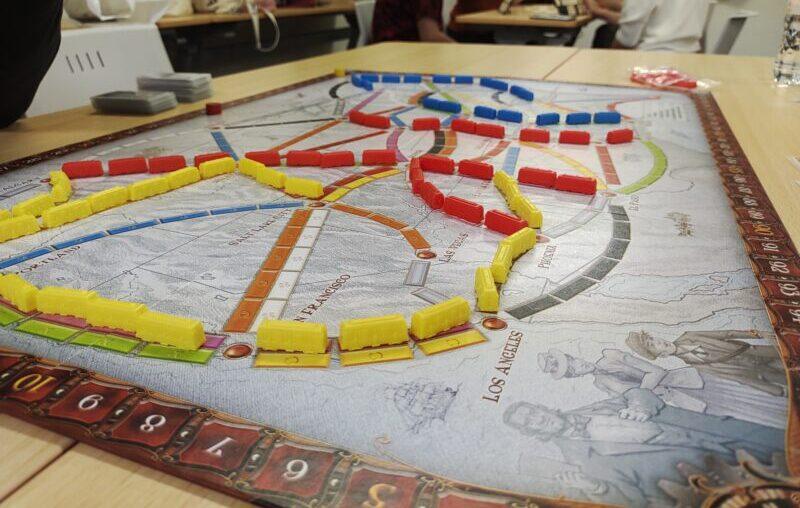 3人プレイだと複線で線路引けないの地味に厳しい